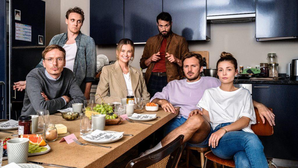 """Drehbeginn für die erste Mockumentary-Comedy von TVNOW: """"WRONG"""" (AT)"""